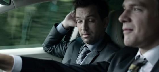Filip na projížďce autem.
