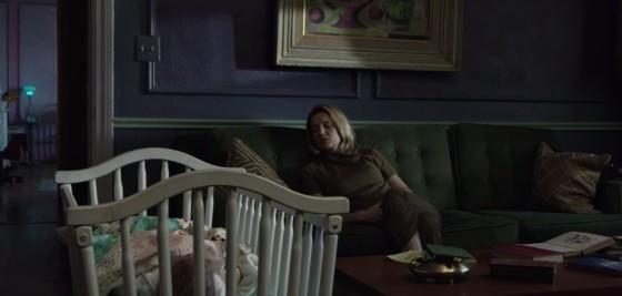 Mia a její malé miminko odpočívají.