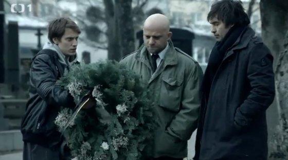 Kuneš a Nestor na pohřbu. Už zase.