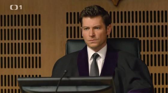 Adam Klos bude soudit svůj první případ.